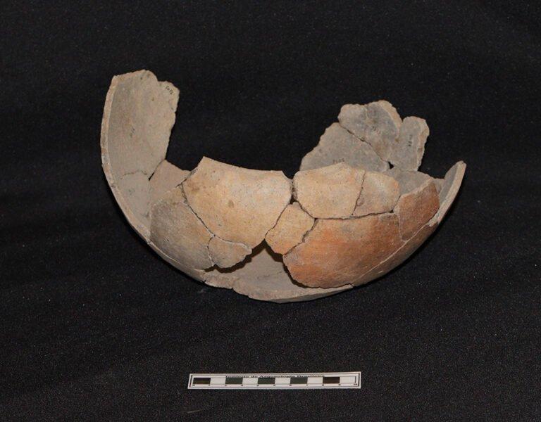 Cerâmica encontrada junto com a Urna Infantil. Foto: Michael Marques